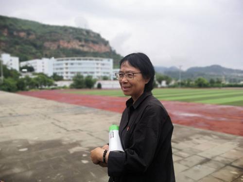 乡村教师张桂梅控诉:我用命培养你成大学生,不是让你做全...